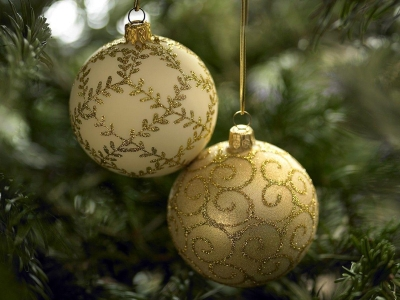 Green Natural Trees Christmas Ornaments Wallpaper